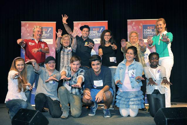 Teilnehmer und Jury des ersten Casting-Tages (oben mittig: Ben)