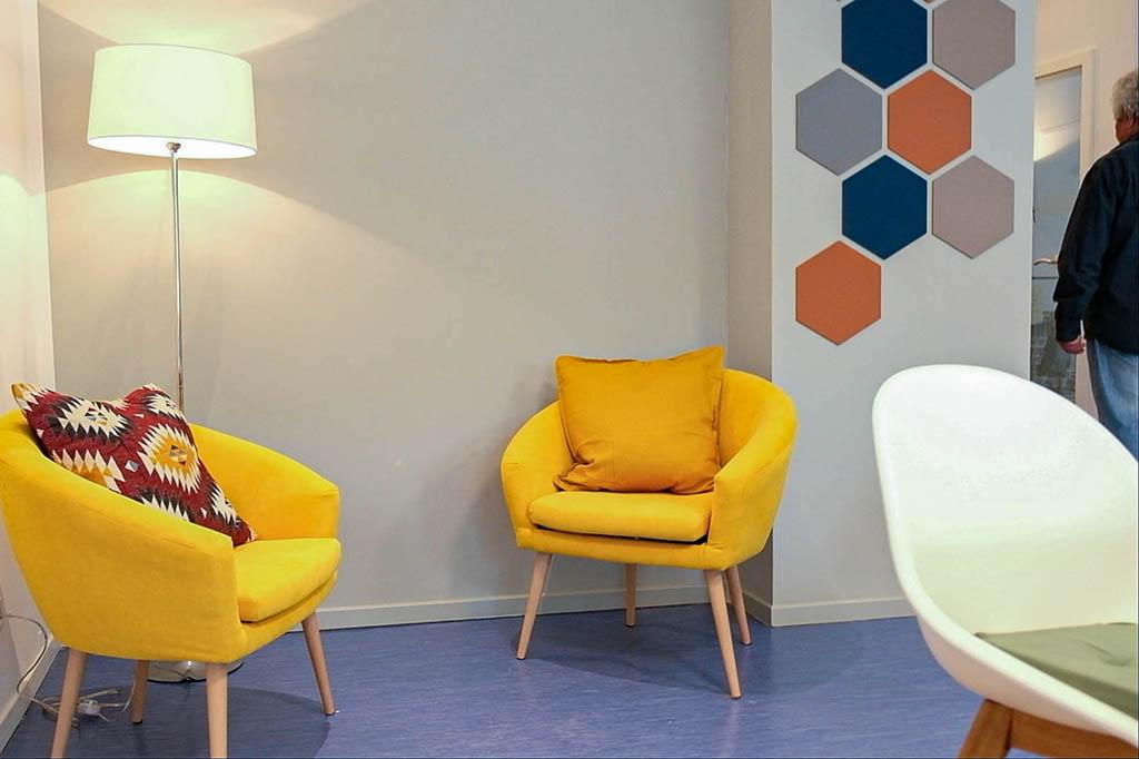 Kiezstube, großer Mehrzweckraum mit gemütlicher Sitzecke  (Foto: Ralf Salecker)