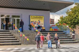 Elektronische Bilderwand am Klubhaus Spandau